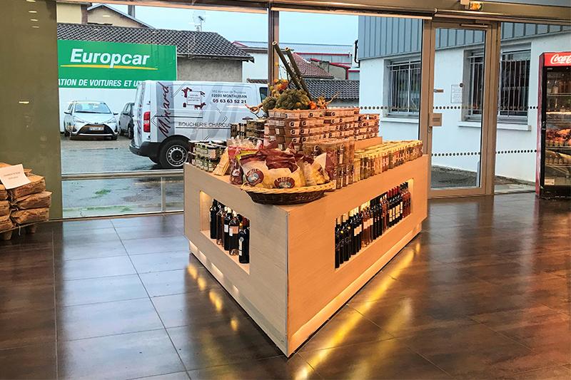 Îlot central destiné aux produits d'épicerie fine de la boucherie Minard à Montauban (82)